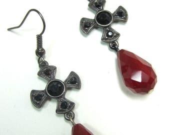 Vi ge metal and red beads earrings