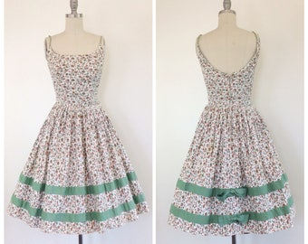 50s Green Floral Cotton Dress / 1950s Vintage Sun Summer Day Dress / Small / Size 2 - 4