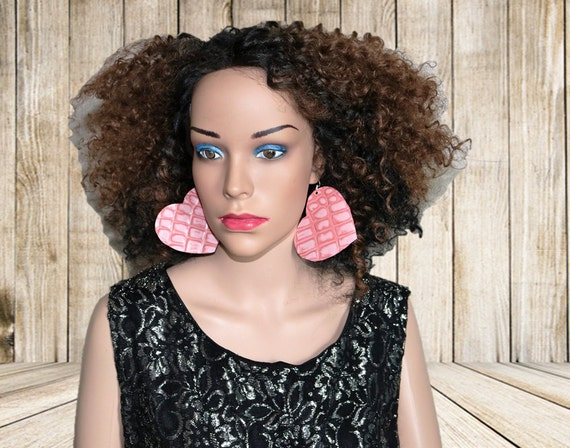 Pretty in pink - Hert shaped leather earrings - Embossed pink leather earrings - Mauve earrings - Pink Gator print earrings