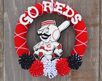 Cincinnati Reds Wreath // Yarn Wreaths // MLB Baseball // Gift For Her // Gift For Fan // Baseball Home Decor