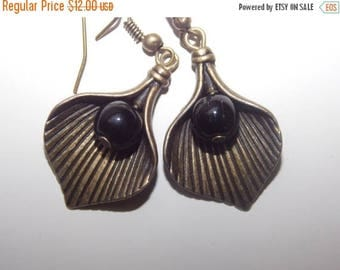 15%OFF Black Pearl Bronze Leaf Earrings