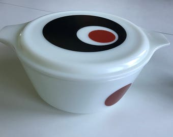 Pyrex Moon Deco Red black dot 475 2-1/2 quart casserole oven ware with lid