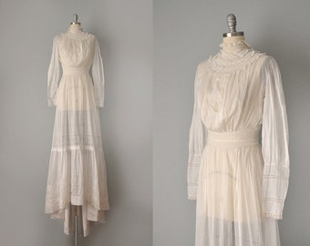1800s Dress // Victorian Gibson Girl White Cotton and Lace Wedding Dress // XS