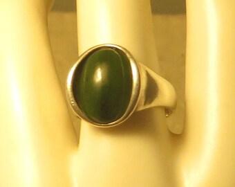 Vintage sterling silver modernist mod spinach green jade gem stone ring size 7