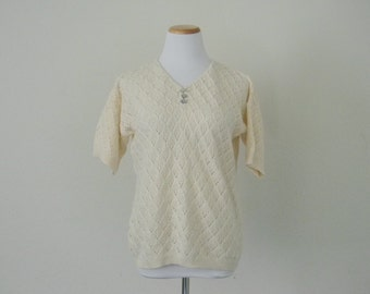 FREE usa SHIPPING Vintage 1980s womens knit blouse off white retro v neck top short acrylic size m