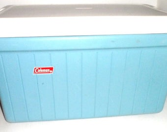 4-1715 4-2115 -- Vintage COLEMAN COOLER Blue White Ice Box Fishing Cooler RETRO Metal Handle Clip Camping Road Trip rv