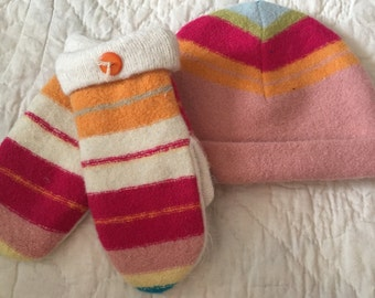 G10   Sweet felted wool hat and mitten set   Size kids medium lined with fleece