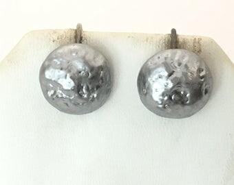 Richelieu Gray Pearlescent Button Screw Back Earrings 925 Sterling Silver  gw17-085