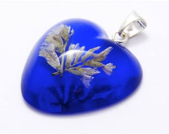 Heart shape blue resin pendant with white limonium flowers