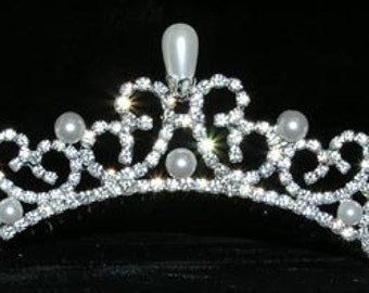Style # 13836 Pearl Water Spray Tiara Comb
