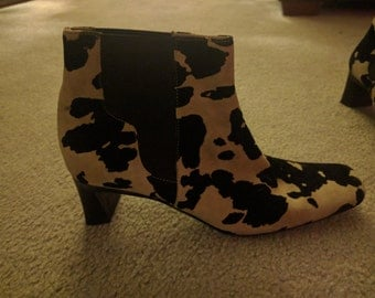 Amazing cow pattern vintage short booties.  Via Spiga brand 7 and a half