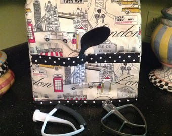 Ready To Ship.....Sturdy Kitchen Aid Mixer Dust Cover......Adorable Paris themed Fabric Print........Ready Made....With Pockets