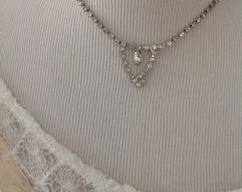 Vintage rhinestone necklace......No missing stones....Pretty design