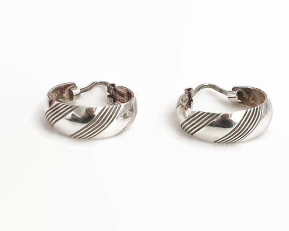 Sterling silver hoop earrings with diagonal lines and grooves, stamped 925, made in Italy, top closure, circa 1970s