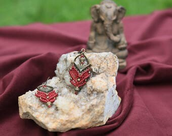 Macrame and brass earrings