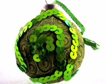 Fabric covered glass ornament EBC0004