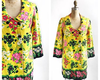 Cheery floral print yellow mod 1960's spring coat. Size M.