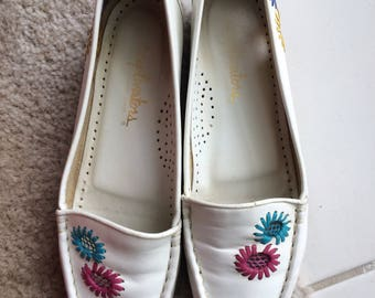 1970s White and Floral embroidered slip ons