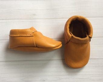 Baby moccassin shoes | soft sole shoes | baby gift | baby leather shoes | leather mocs | boys mocs
