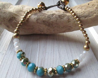 Pearl bracelet with shimmering Crystal beads * hippie boho Festival style * turquoise