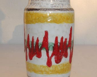 small 70s j. vase - zigzag pattern