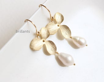 Fresh water pearl and Orchid flower earrings, Wedding earrings, Bridesmaid earrings, Bridesmaid jewelry, wedding jewelry