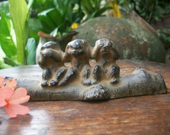1950s Japanese Showa Period Cast Iron Three Wise Monkeys With Frog Calligraphy 文鎮 Bunchin Paper Weight Signed