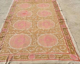 Exquisite old suzani, cream and soft pink Uzbek embroideries, Samarkand antique suzani  / 82,7''x 118'' - 210 x 300 cm