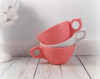 Pink and White Melmac cups, melamine, mugs, coffee cups, vintage, retro, pink melmac, white melmac, melmac cups