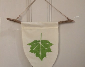 Green Maple Leaf Wall Hanging Banner