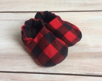 Red buffalo plaid baby shoes, black and red plaid crib shoes, soft sole baby shoes, baby shower gift, baby boy shoes, stay on baby shoes