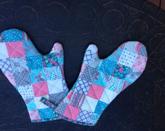 Handmade pair of quilted oven mitts