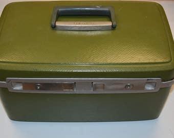 Vintage Samsonite Sentry Olive / Avocado Ladies Makeup Travel Bag, Very Nice, Movie Prop, Collectible Decorative Storage 1960's VGC W/KEY!