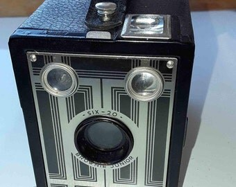 Camera (1930's) Kodak Brownie Junior SIX-20