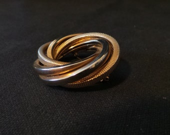 CLEARANCE Vintage Gold Interlocking Rings Textured Wreath Brooch Pin
