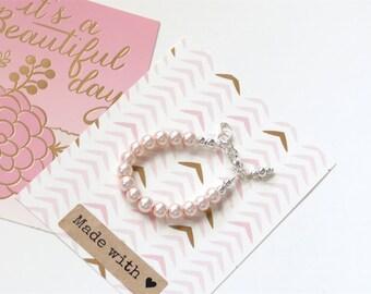Baby Girl Bracelet, Pearl Bracelet, Baby Girl Gift, Toddler Birthday, Cake Smash Photo, Beaded Bracelet, Trendy Baby Flower Girl Gift