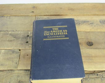 VERY LARGE 1939 'New American Encyclopedia Illustrated' - Almost 1500 pages, with many line illustrations. Antique Encyclopedia/Dictionary.