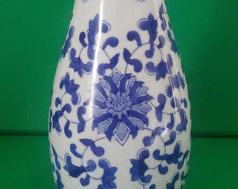 Vintage Blue and White Porcelain Vase Chinoiserie Hollywood Regency Asian Export Floral