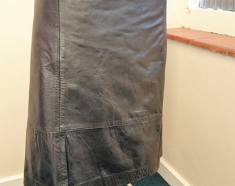 Stunning vintage petrol black, knee length leather skirt s16