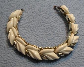 SALE!! Vintage White Thermoset & Goldtone Bracelet (was 10.00)