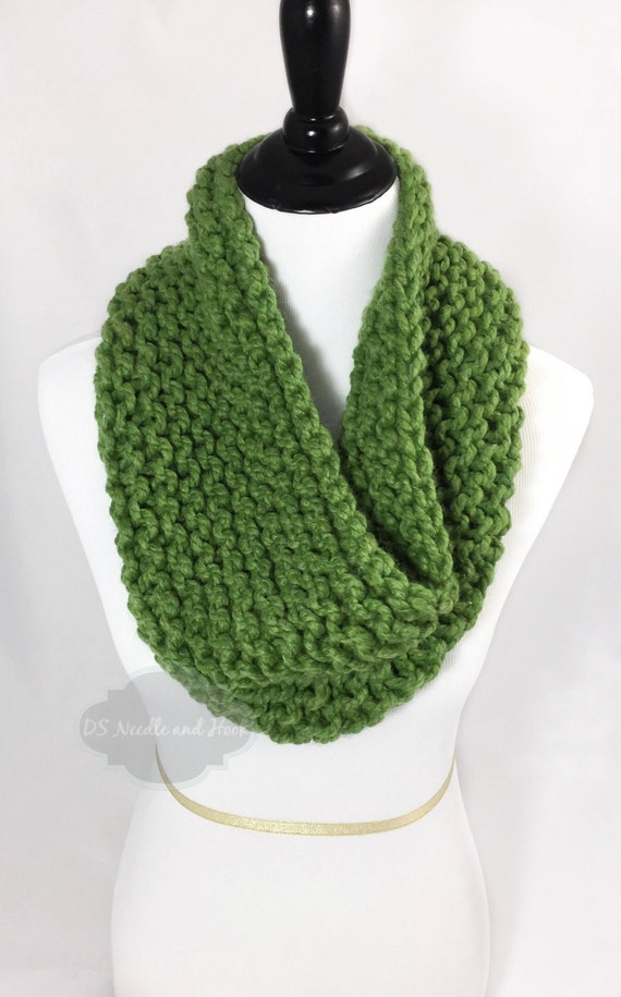 Green Chunky Knit Scarf, Greenery Seed Stitch Cowl, Green Snood, Chunky  Neck Warmer, Pantone Color of the Year, Knit Infinity Scarf