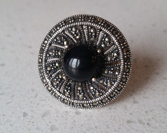 Striking vintage sterling silver, onyx and marcasite ring