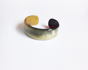 Elegant Buffalo horn cuff bracelet. Diameter = 65mm; Height = 25mm; open gap = 25 mm [BR-001]