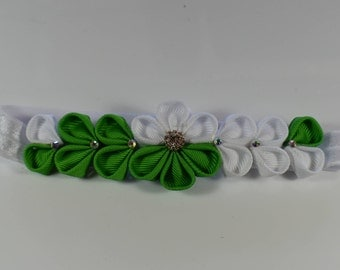 Kanzashi style headband. Hairclip. White/green flower hairclip accessory for toddlers,girls, teen and woman. On sale.