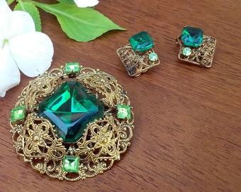 Vintage Emerald Rhinestone set in Gold-tone intricate setting, Brooch and clip Earring Set