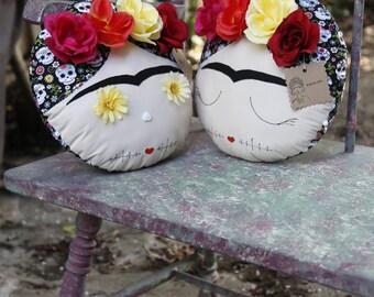 Frida Kahlo Skulls Pillow - Dia de la muerte - Halloween decor - Mexican Decor - Frida Decor - Sweet Skulls