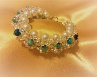 Bracelet for women. Pearls and agate bracelet for women