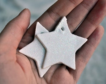 White glitter star tags, set of 4. White glitter gift tags, sparkle gift tags, white star clay tags, glitter party favors, sparkly giftwrap