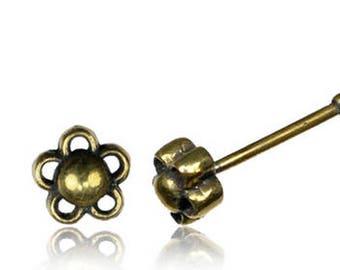 Nose pins / Nose rings Brass flower nose pin - Piercing de nez en laiton petite fleur