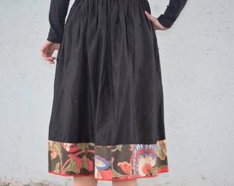 1950s Full Skirt | black skirt with flowers | Size xs-s